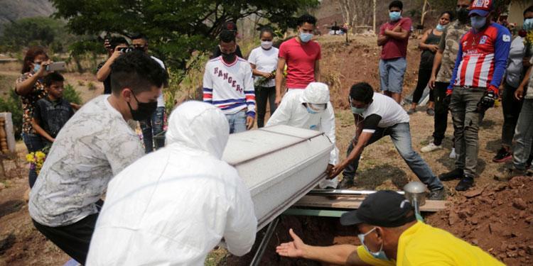 En las últimas 24 horas se reportó la muerte de cinco personas por sospechas de COVID-19 en la capital.