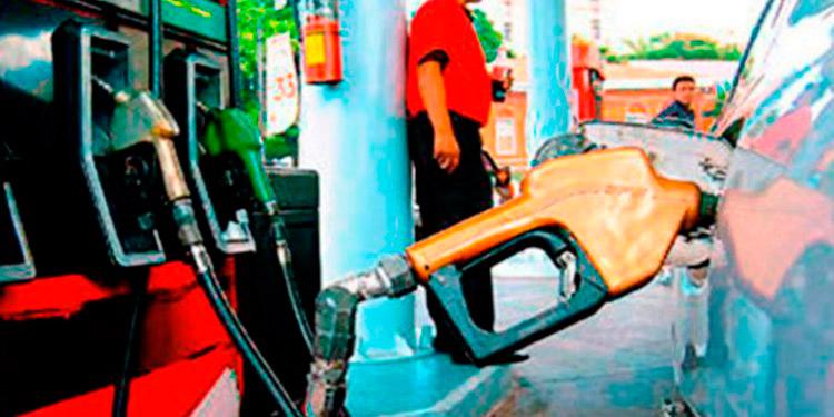 Bajan los combustibles