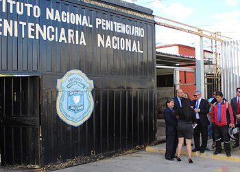 Ayer los abogados defensores y los familiares de los privados de libertad esperaban en las afueras del Centro Penitenciario de Támara, para recibir a los excarcelados.