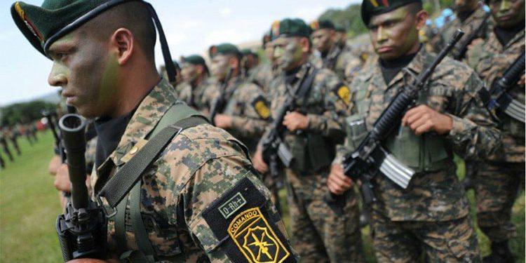 El Salvador enfrenta críticas por negar acceso a archivos militares