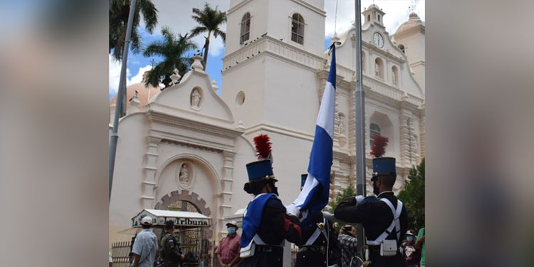 """""""Catrachos"""" de fiesta en Día de Independencia"""