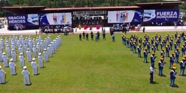 FFAA celebran a la patria con una ceremonia en el Campo de Parada Marte