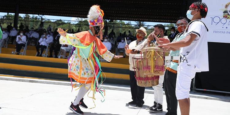La música autóctona con sonidos al ritmo punta y tropical no pudo faltar durante los recorridos de los estudiantes.