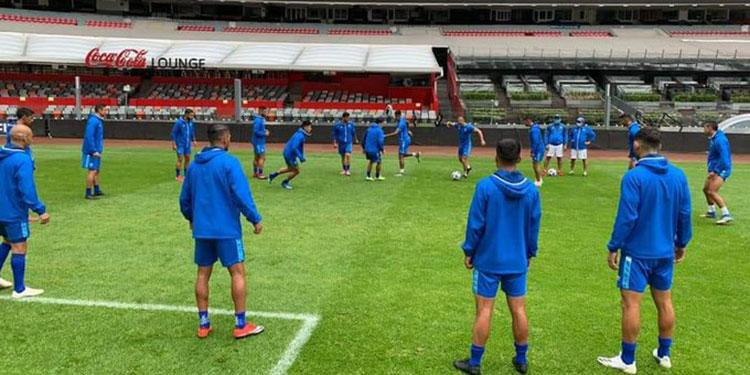 La selección de Guatemala hizo ayer el reconocimiento al estadio Azteca.
