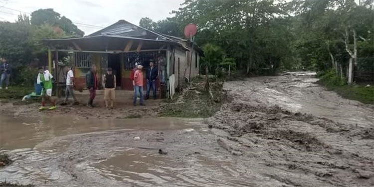 Lluvias dejan sin agua a habitantes de Potrerillos