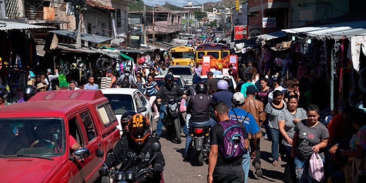 Gobierno ayudará a microempresarios en Séptima Avenida
