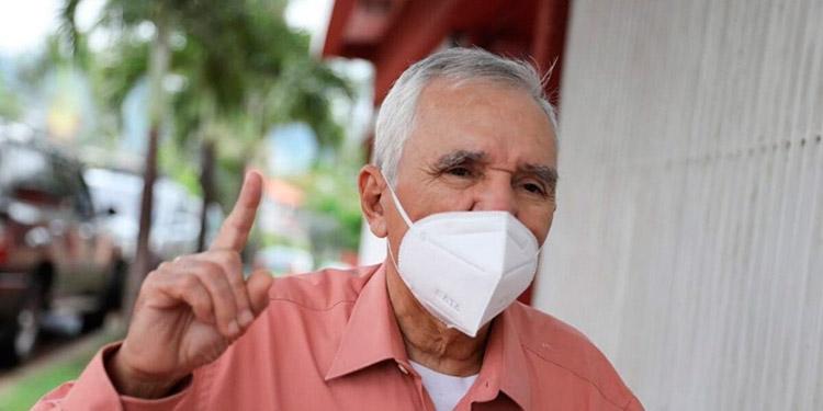 """Advierte infectólogo: Pandemia está en etapa de """"meseta"""""""