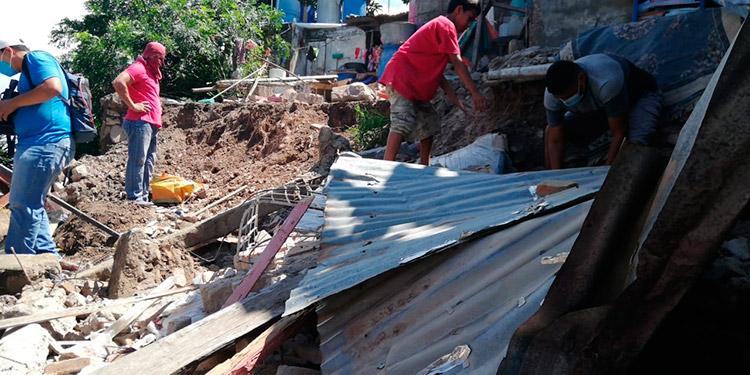 Derrumbe deja a menor herido y 2 casas destruidas