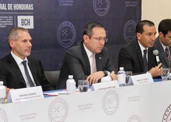 Hasta en octubre aplicarán el tercer examen al cumplimiento del programa económico con el Fondo.