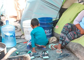Numerosos hondureños se encuentran viviendo en tiendas de campaña, a la espera de un asilo por parte de Estados Unidos.