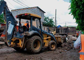 Con retroexcavadoras, se retiraron los bultos de lodo y ramas que quedaron acumuladas en algunas colonias capitalinas.