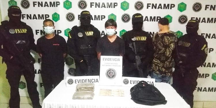 Caen tres miembros de la pandilla 18 por extorsión y venta de drogas