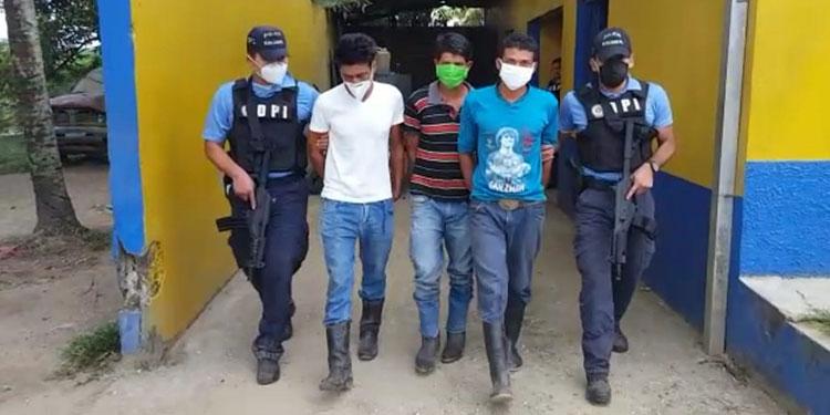 Por asesinato caen tres miembros de banda