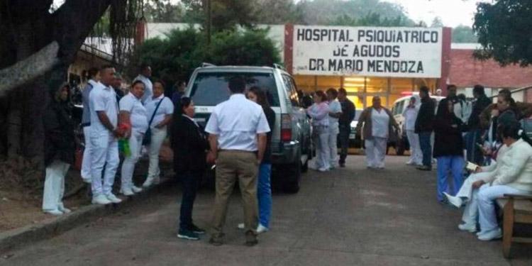 Médicos denuncian despidos y falta de pago las enfermeras por contrato