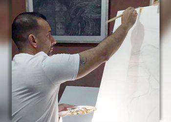 Encierro por COVID-19 convierte a abogado en artista del pincel