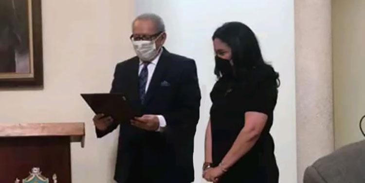 Academia Hondureña de la Lengua entrega Premio Rafael Heliodoro Valle a Yesenia Martínez