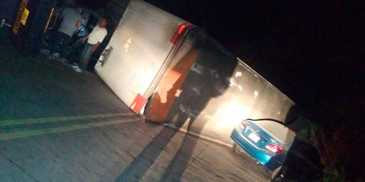 Otra desenfrenada rastra deja 3 muertos en salida al sur