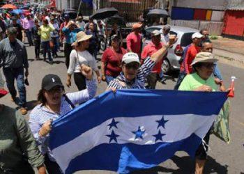 Durante una protesta, los docentes afiliados el Copemh exigieron el pago de salarios atrasados.