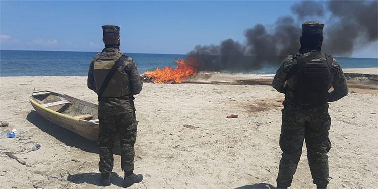 Los cuerpos de Defensa y Seguridad incineraron la droga decomisada en julio pasado, en el litoral atlántico.