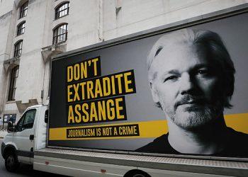 Es muy probable que el fundador de Wikileaks, Julian Assange, intente suicidarse si lo envían a Estados Unidos, aseveró un experto en psiquiatría. (LASSERFOTO AP)