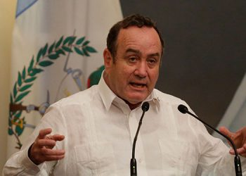 El presidente de Guatemala, Alejandro Giammattei, criticó con dureza a su vicepresidente, Guillermo Castillo.  (LASSERFOTO EFE)