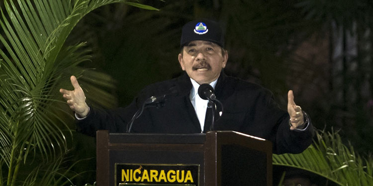"""EEUU dice que Ortega se convirtió en Somoza, el """"dictador"""" que combatió"""