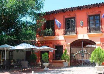 El Paseo Liquidámbar de la excapital Comayagua atrae turistas nacionales y extranjeros.