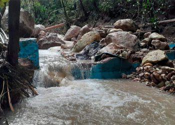 a gigantesca crecida del río hizo colapsar la represa de la comunidad de Potrerillos, Siguatepeque, Comayagua.