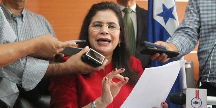 Rixi Moncada reclama engaño en el CN por no apoyar ley electoral y transitorios