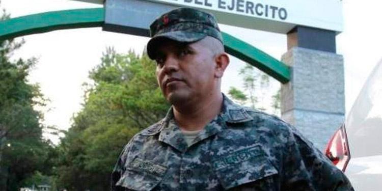 Orden de captura contra capitán Santos