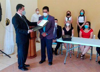 El abogado Adolfo López Urquía recibe la presidencia del capítulo del CAH, en Siguatepeque.
