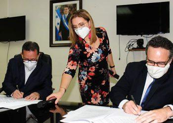 El contrato fue firmado por el presidente del Consejo de Administración de EHISA, Roberto Pineda y por parte de HASDC, Ramón Girón.