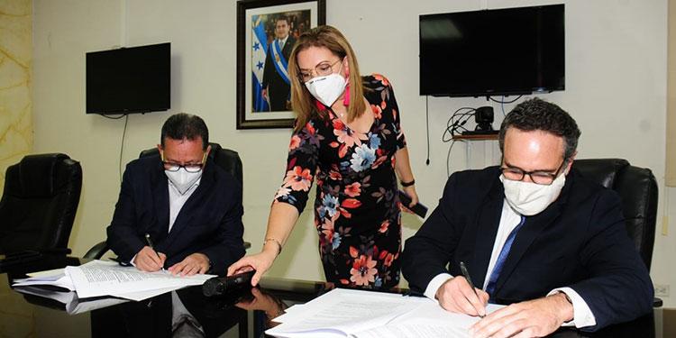 Firman concesión por 1 año a 3 aeropuertos de Honduras