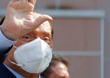 Berlusconi sale del hospital luego de contraer coronavirus