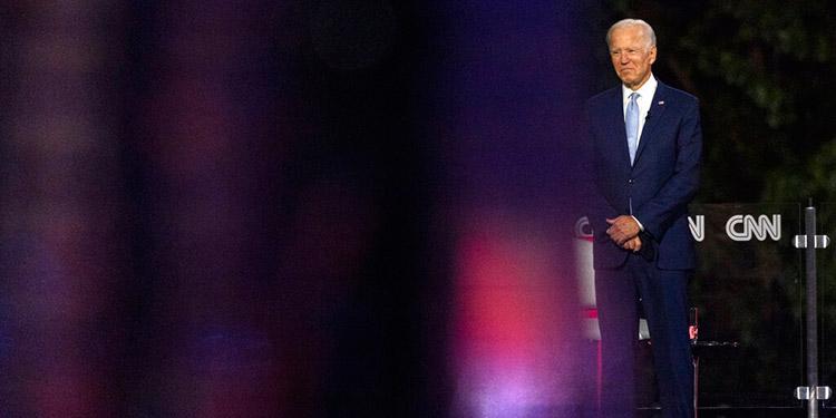 "Biden acusa a Trump de respuesta ""criminal"" frente al virus"