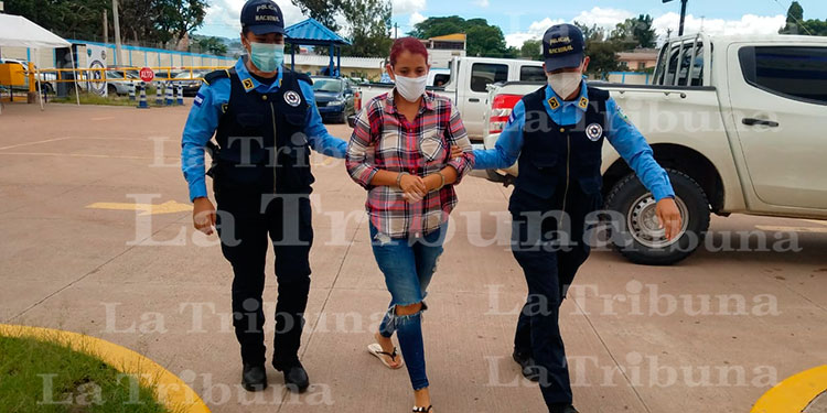 Mujer capturada por colaborar en adopción de un recién nacido en la capital