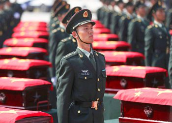 Regresan a China restos de soldados muertos en guerra