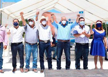 El único hombre con la capacidad de resolver los problemas del país, es Mauricio Oliva, coincidieron sus dirigentes.