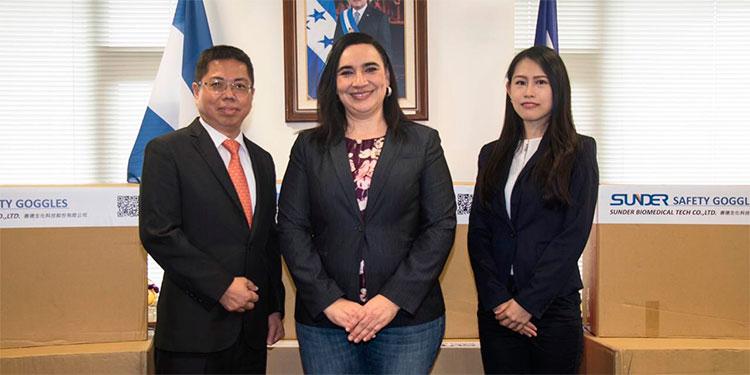 Empresa taiwanesa dona lentes de bioseguridad a Honduras