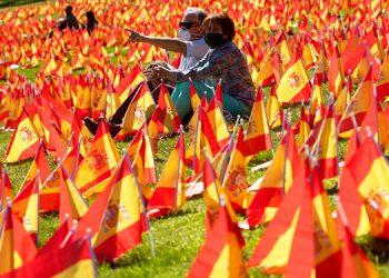 Realizan homenaje a las víctimas del coronavirus en España