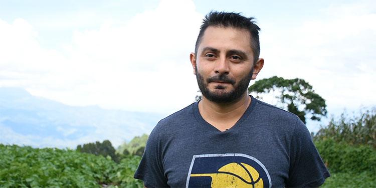 """""""Lo mejor está por venir"""", dice don Faustino, un veterano  productor de papa y zanahoria"""