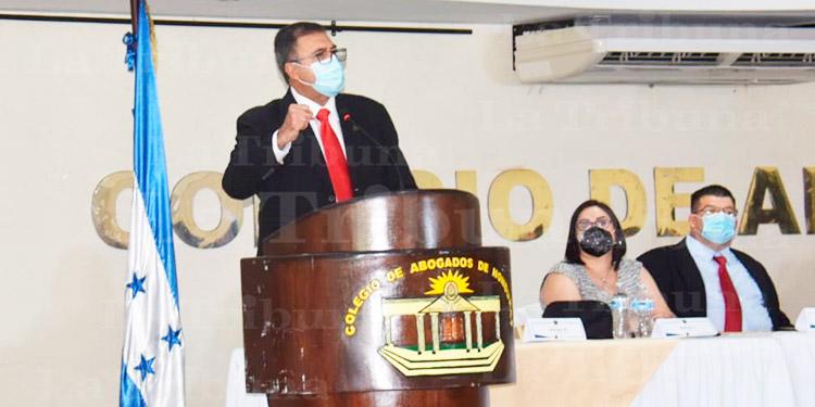 Fredis Cerrato asume la presidencia del Colegio de Abogados
