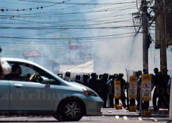 Un herido deja enfrentamiento entre policías y manifestantes en el centro de Tegucigalpa