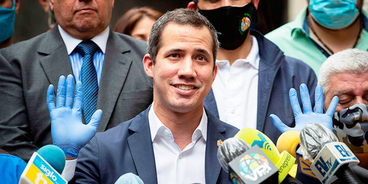 Guaidó cambia el llamado a movilizarse en la calle por un acto en colegios médicos