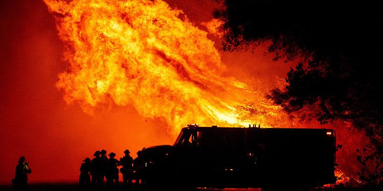 Incendios arrasan la costa oeste de EEUU y dejan siete muertos