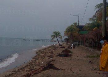 Tormenta tropical Nana comienza a sentirse en el Caribe de Honduras