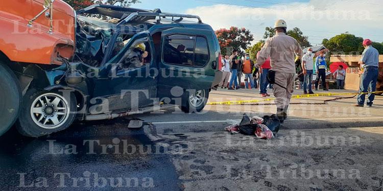 Aparatoso accidente deja dos personas muertas en carretera a Olancho