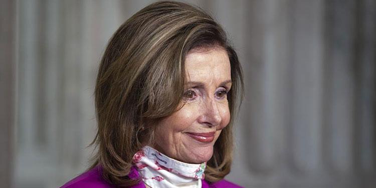 Críticas a Pelosi en EE.UU. por ir a un salón de belleza cerrado por la COVID