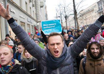 Navalny comparte una foto, dice que ya puede respirar sólo