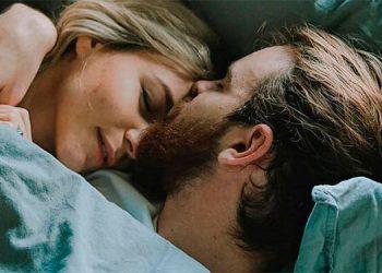 El significado de dar la espalda al dormir en pareja